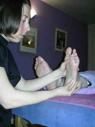 YANLIŞ: Büyük ayaklı adamların penisi büyük olur