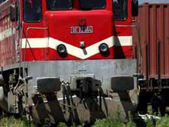 Yük treninin altından geçerken ayağı koptu