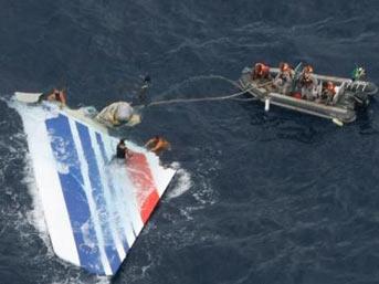 air france kaza - İki yıl sonra okyanustan ilk ceset çıkarıldı
