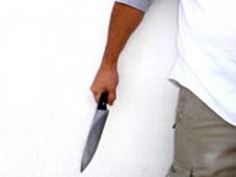 Eşini 30 yerinden bıçaklayarak öldürdü
