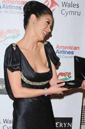 Catherine Zeta-Jones kırmızı halıda