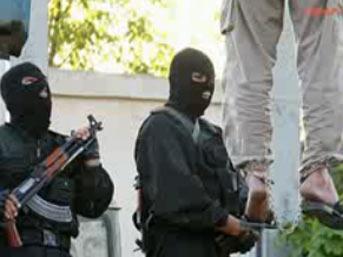 idam iran1 - İran'da 3 kişi sokak ortasında idam edildi