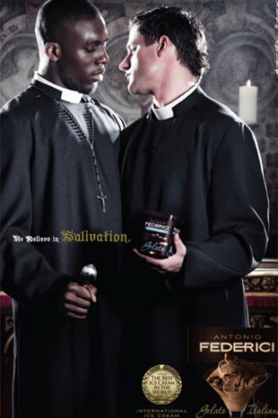 Seksi reklama alet ettiler