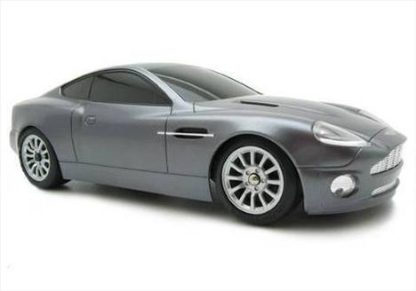 Jennifer Lopez ve Marc Anthony - Aston Martin DB7