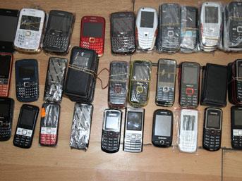 114 adet kaçak cep telefonu ele geçirildi