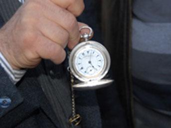 200 yıllık köstekli saat hatasız çalışıyor