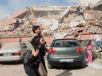 http://img5.mynet.com/ha6/yurt/v/van-deprem2.jpg