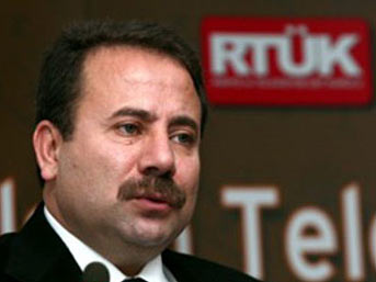http://img5.mynet.com/ha6/z/zahid-akman.jpg