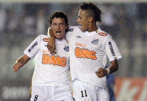 Santos Takımının Genç Yıldızı Neymar'dan Süper Orta Ve Gol Videosu İzle